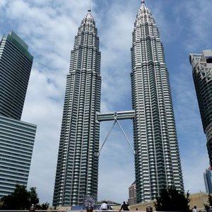 640px-the_petronas_twin_towers_in_kuala_lumpur_(malaysia)